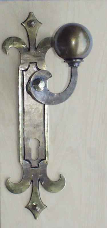 Türgriff aus Bronze geschmiedet mit Türblatt: Enden gespalten, Nr. 200300
