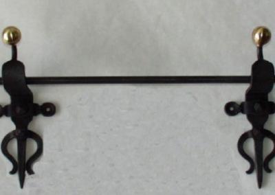 300500 aufwendig, geschmiedete Vorhangstange aus Eisen mit Messingkugel