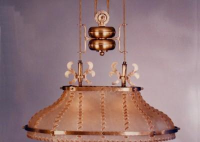Zugleuchte in Messing, handgefertigte Zugleuchte mit Pergament und Messing,Schirm mit echter  Rindshaut, genäht mit Leder- oder Hautstreifen,Pendelleuchte, rustikale Lampe, Nr. 83206, 83205