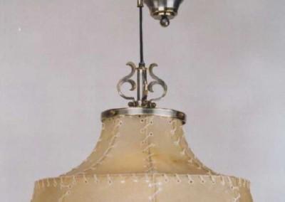 geschmiedete Zugleuchte, handgefertigte Hängeleuchte mit Pergament und Messing/ verzinnt, Schirm mit echtem Transparentleder,  genäht mit Leder- oder Hautstreifen,Pendelleuchte, rustikale Lampe, Nr. 83383