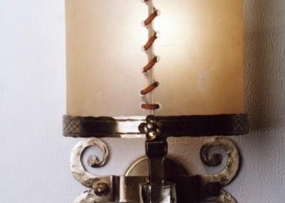 Messing Wandleucht, handgefertigte Leuchte mit Pergament und Messing,Schirm mit echtem Transparentleder, genäht mit Leder- oder Hautstreifen,Pendelleuchte, rustikale Lampe, Nr. 84020, 84021,