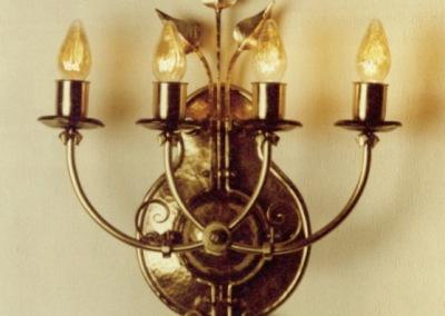 geschmiedete Wandleuchte in Messing, Münchenberg 4-flammig, aufwendig geschmiedete Wandbeleuchtung, Nr. 84090