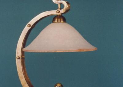 geschmiedete Tischlampe in Messing, BERNTischleuchte H:550mm,mit Glasschirm Dm300mm, Nr. 86901