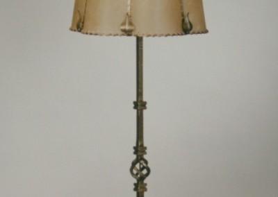 geschmiedete Bodenstehleuchte, Messing, handgefertigte,exclusive Tischlampe mit Pergament und Messing,Schirm mit echtem Transparentleder