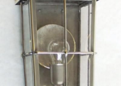 geschmiedete  Wandlaterne, Weiz in Messing, Oberfläche: verzinnt, H: 60 cm, B:20 cm, Nr. 90522