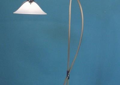 geschmiedete Bodenstehlampe in Messing,  BERN 2-flg.,mit Glassch.OL(Dm400und300mm), Nr. 87900