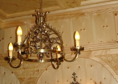 4-flg. Messing Hängeleuchte geschmiedet, Beleuchtung für Hotels