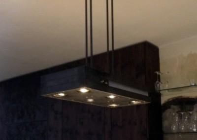Hängeleuchte für Esstisch, Ausführung: 6 Stk. schwenkbare Ledbeleuchtungen für Esstischbereich, Raumbeleuchtung durch 7 Stk. Power-Leds, hinter 6mm Opalglas, Material: Eisen Oberfläche. roh