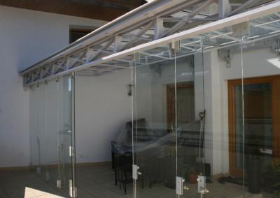 Balkonüberdachung und -einhausung mit Glas-Falttüre in Stahl/verzinkt/ beschichtet