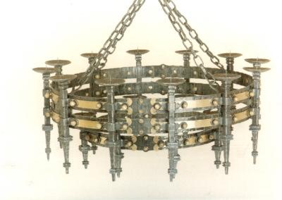 handgefertigter, geschmiedeter Kerzenluster  aus Schmiedeeisen und Messing, rustikeal Lampe, Pendelleuchte