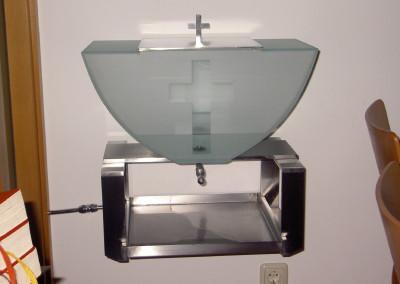 Weihwasserbehälter, moderne Kircheneinrichtung