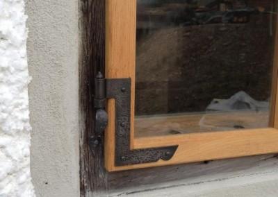 handgefertigte, geschmiedete Fensterscharnier in Eisen
