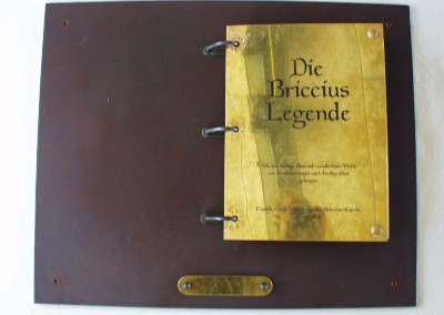 handgefertigtes Eisen/ Messing Buch - Briccius-Leg.
