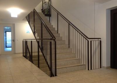modernes Treppengeländer : Glas / Rundstäbe