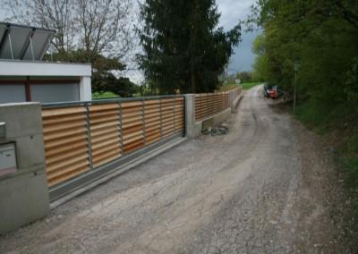 Gartenzaun, Zaun mit Holzlamelen, Steher: Stahl, verzinkt