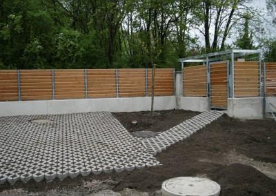 Zaun mit Holzlamelen, Steher: Stahl, verzinkt