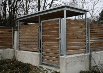 Müllplatzverkleidung mit Holzlamelen, Stehlkonstruktion,verzinkt