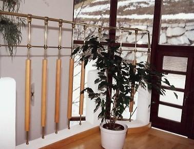 Stiegengelaender-Messing-Holz