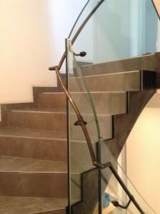 modernes Treppengeländer gefertigt - Glas, Handlauf - Stahl roh