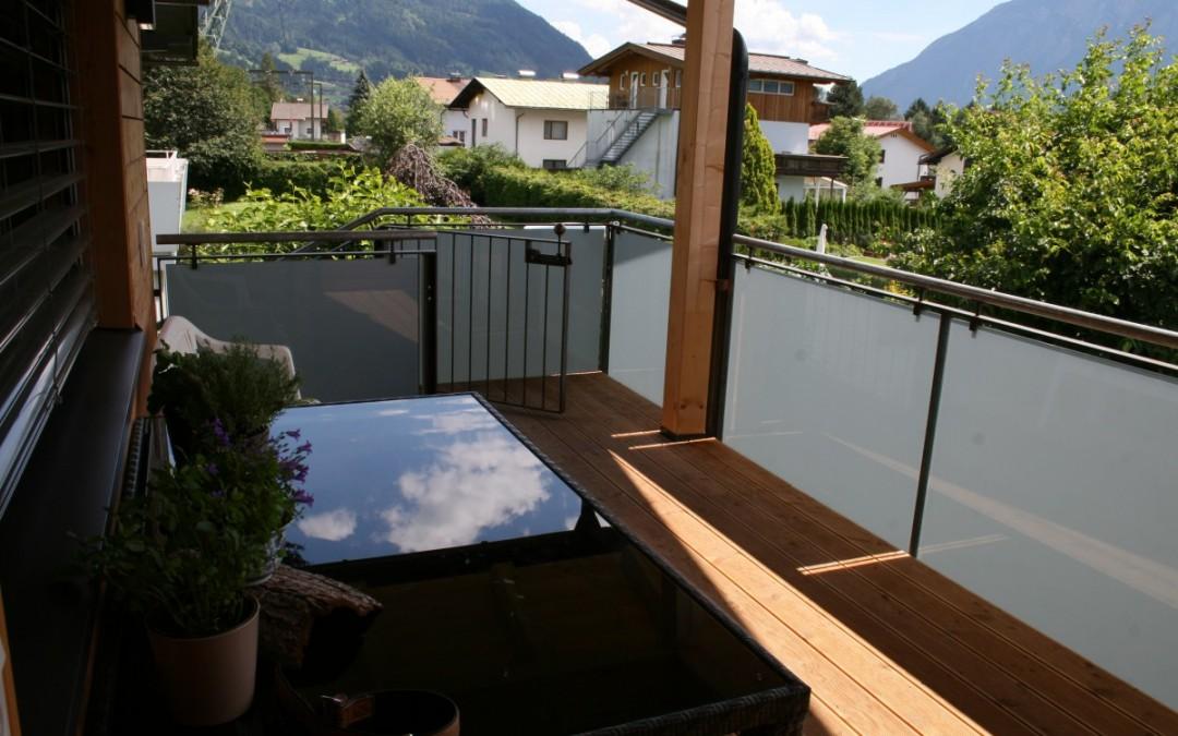 Stiegenkonstruktion Glas/ Stahl roh, Balkon: Glas
