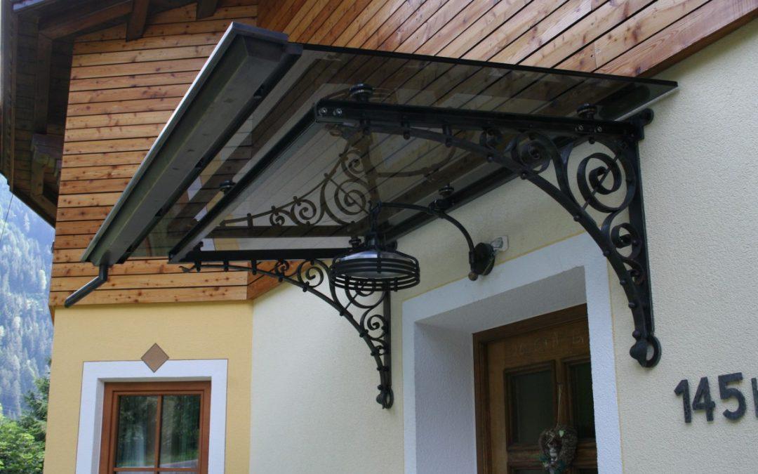 Vordach aus Schmiedeeisen