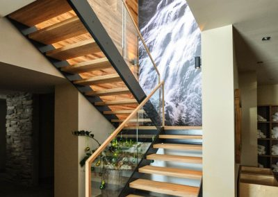 Stiegenaufgang Metall/Glas/Holz