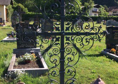 Schmiedeeisernes Grabkreuz